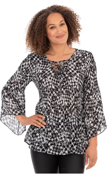 Pleated Fit and Flare Sleeve Printed Blouse Black/White