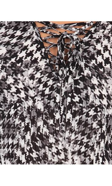 Pleated Fit and Flare Sleeve Printed Blouse Black/White - Gallery Image 3