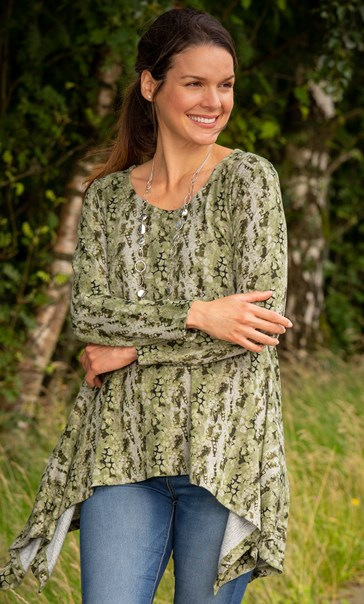 Printed Dipped Hem Knit Top